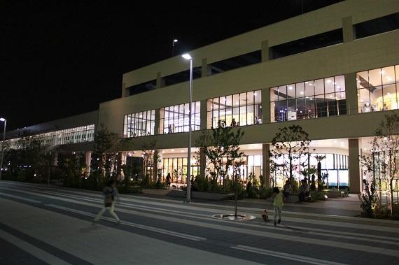 ペットモールの前にはドッグランコースや広場があります。